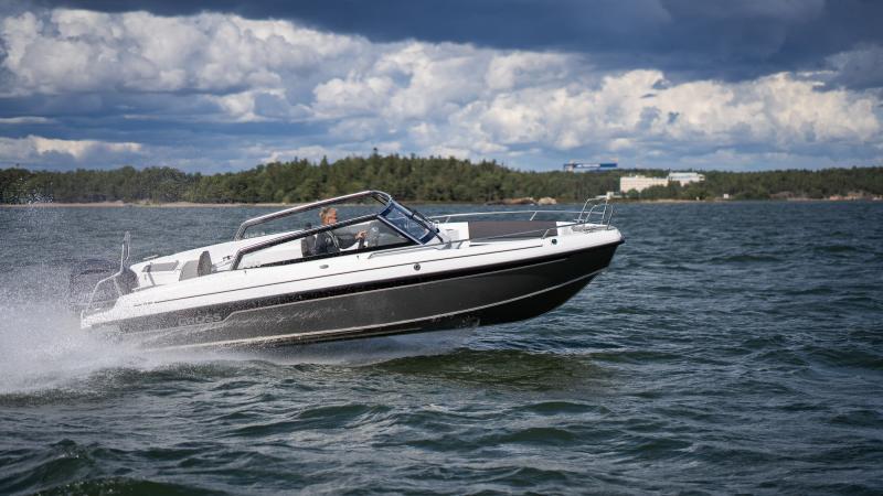 Yamarin Cross 75BR on sporttinen vene, josta nopeutta ei puutu