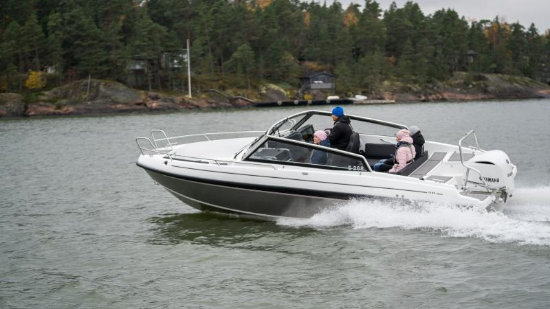 Yamarin Cross 75BR with aluminium hull and fiberglass deck