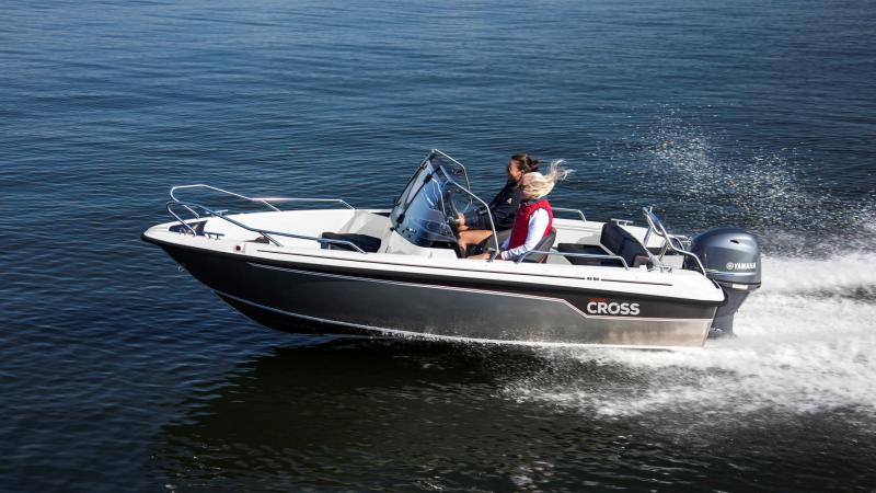 Cross 49 BR provides comfort with separate seats